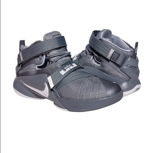 cheap for discount 8706e fd397 Nike LeBron Zoom Soldier IX boy's size 4.5Y
